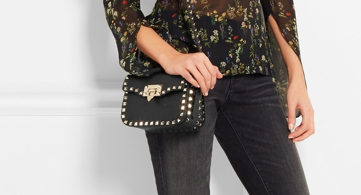 Broke or Bargain: The Rockstud shoulder bag van Valentino